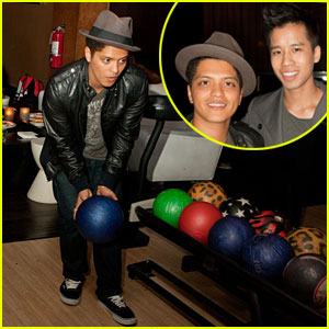 Bruno Mars Interview -- JustJared.com Exclusive