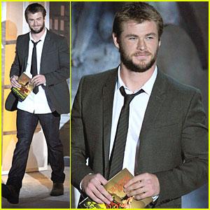 Chris Hemsworth: Scream Awards Presenter!