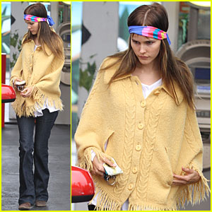 Isabel Lucas: Mellow Yellow Poncho