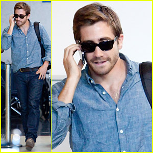 Jake Gyllenhaal: Cell Phone Walk And Talk