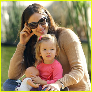 Jennifer Garner: Santa Monica Mommy!