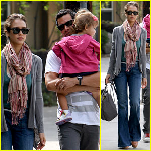 Jessica Alba: Lunch Time for the Warren Family!