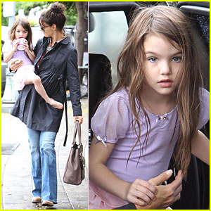 Katie Holmes: Baskin Robbins Treat for Suri!