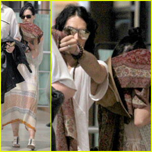 Katy Perry & Russell Brand: Peek-a-Boo Pair