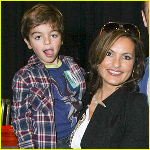 Mariska Hargitay: Yo Gabba Gabba with August!