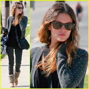 Rachel Bilson: Santa Monica Movie Set Visit
