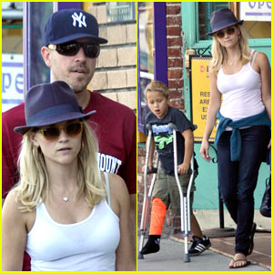 Reese Witherspoon: Deacon's On Crutches!