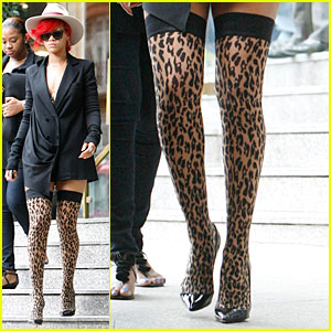 Rihanna: Leopard-Print Stockings!