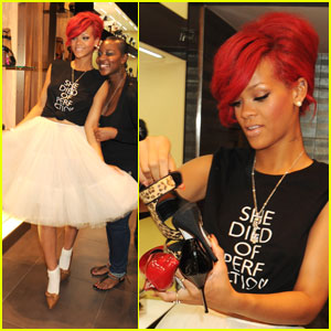 Rihanna Plays Personal Topshop Stylist!