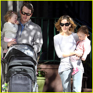 Sarah Jessica Parker & Matthew Broderick: Park Playtime with Twins