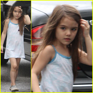 Suri Cruise Visits Mom Katie Holmes at Work!