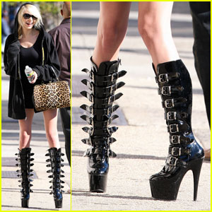 Taylor Momsen: These Buckled Boots Were Made For Walkin'