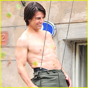 Tom Cruise: Shirtless Stunts for M:I 4!