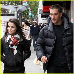 Tom Hardy & Charlotte Riley: Robson Street Stroll