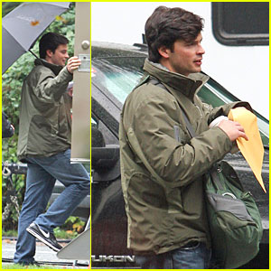 Tom Welling: Stand Under My Umbrella!