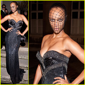 Tyra Banks: Fierce Fishnet Stockings Mask!