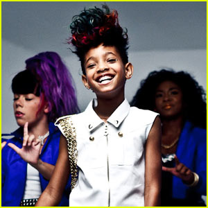 Willow Smith: 'Whip My Hair' Video Premiere!!