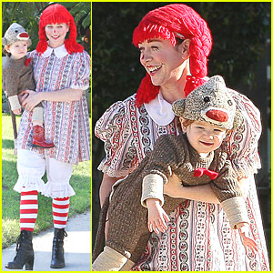 Alyson Hannigan: Satyana Monkeys Around This Halloween!