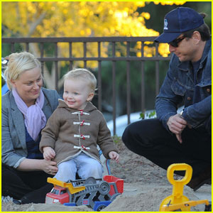 Amy Poehler & Will Arnett: Park Playtime with Archie!
