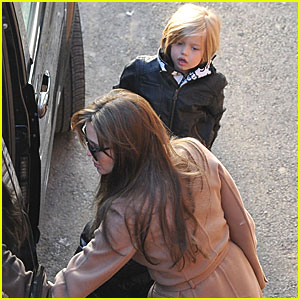 Angelina Jolie & Shiloh: Aquarium Adventure!