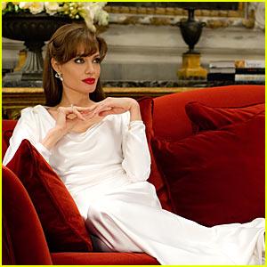 Angelina Jolie: New 'The Tourist' Stills!