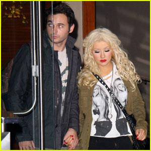 Christina Aguilera & Matthew Rutler: Holding Hands!