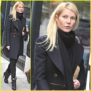 Gwyneth Paltrow: Family Walk in the Flatiron District!