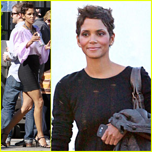 Halle Berry: Pretty in Pink