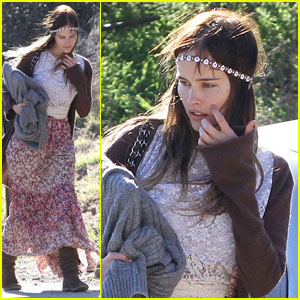 Isabel Lucas: Picnic with Pals