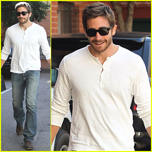 Jake Gyllenhaal Wears Pink Silly Band