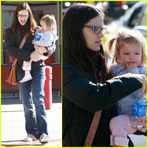 Jennifer Garner & Seraphina: Right on Target