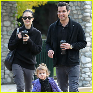 Jessica Alba & Cash Warren: Coffee Mug Twins!