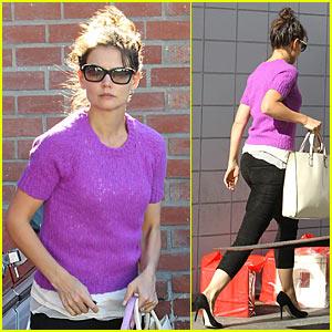 Katie Holmes: Pretty Purple Top
