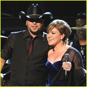 Kelly Clarkson & Jason Aldean: 'Don't You Wanna Stay' Duet