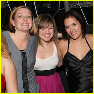 Kelly Clarkson: Moon Nightclub for Sister's Birthday!