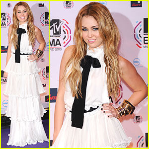 Miley Cyrus: MTV EMAs 2010 Red Carpet