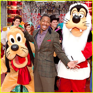 Nick Cannon: Disney Christmas Parade with Pluto!