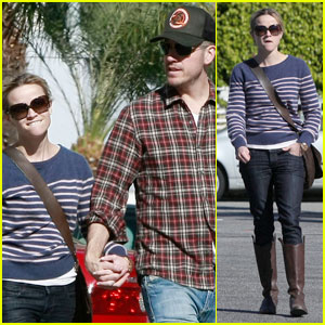 Reese Witherspoon & Jim Toth: Black Friday Shoppers