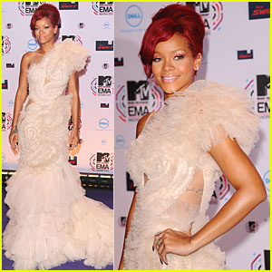 Rihanna: MTV EMAs 2010 Red Carpet