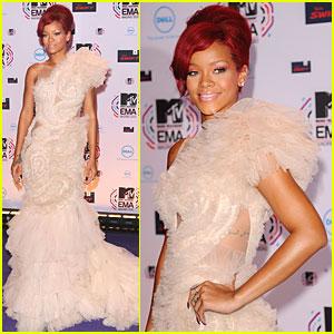 Rihanna: MTV EMAs 2010 Red Carpet