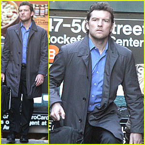 Sam Worthington: 'Man on a Ledge' in Midtown!