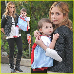 Sarah Michelle Gellar: Charlotte's First Halloween Out!