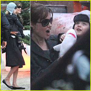 Angelina Jolie: Aquarium Trip with Knox!