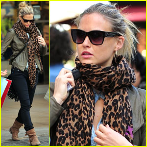 Bar Refaeli: Grove Gorgeous!