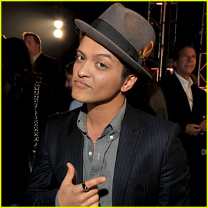 Bruno Mars: New Year's Eve Performance at Renaissance Hotel!