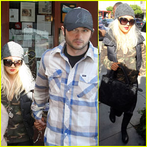 Christina Aguilera: Belated Birthday Bash on New Year's Eve!