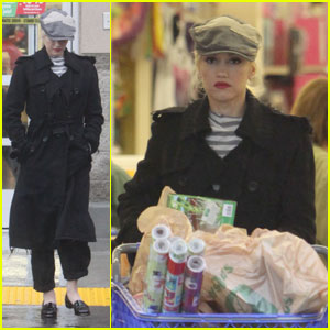 Gwen Stefani: Toys 'R' Us Holiday Shopping