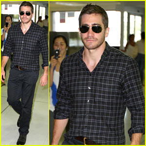 Jake Gyllenhaal Flies Out of Sydney