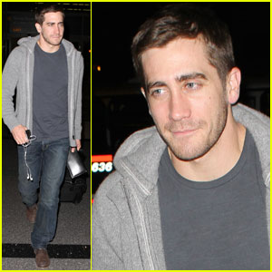 Jake Gyllenhaal Jets Out of LAX