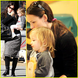 Jennifer Garner: Color Me Mine Momma